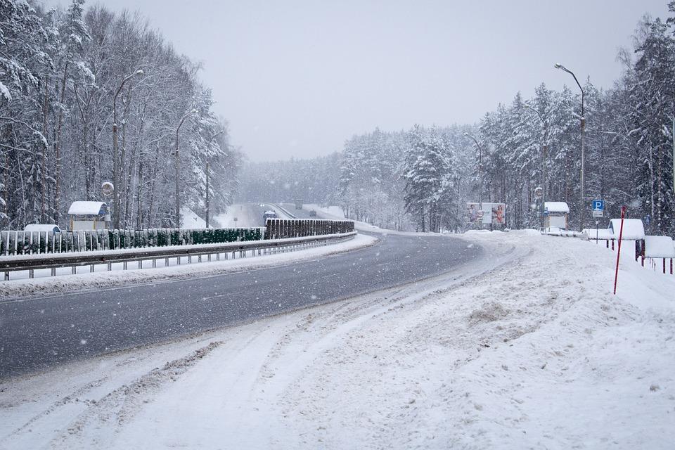 雪国の道路